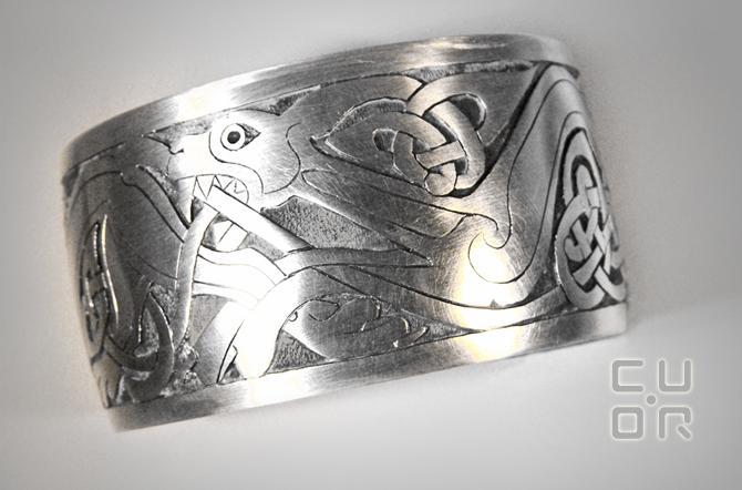 Herrenschmuck Armreif Silber mit keltischem Motiv. Auf Bestellung mit individuellem Motiv erhältlich.