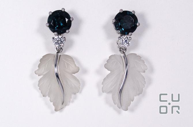 Ohrstecker Weissgold mit blauem Turmalin, Brillanten und Bergkristall Blatt. Blatt und Brillant sind abnehmbar. 3800.-