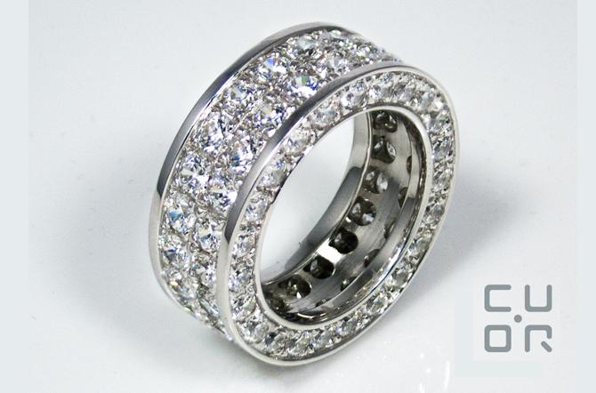 Alliance Ring Weissgold mit Brillanten. Preis für abgebildetes Modell: ca. 24000.00 mit 92 Brillanten ca. 7.4 ct.