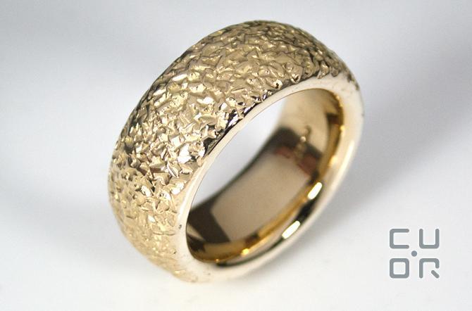 Komplet aus Altgold hergestellter Ring. Kundenauftrag