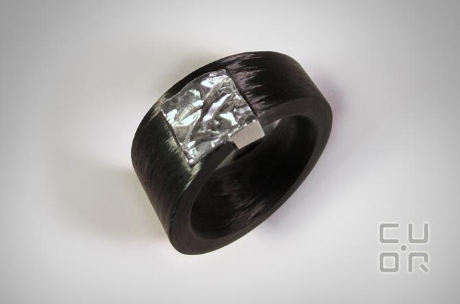 Carbonring. Carbon mit Silber oder Gold. Ab 750.-