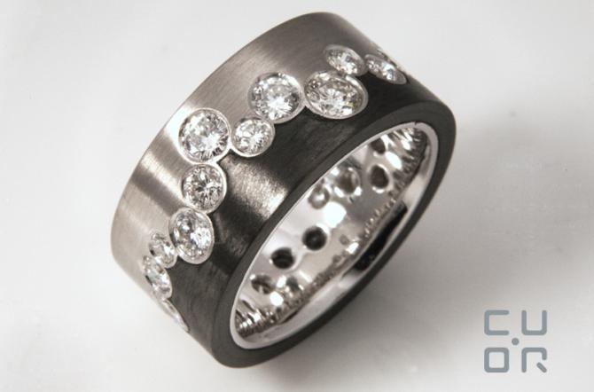 Ring Weissgold mit Carbon und Brillanten. Anfertigung mit Kundensteinen