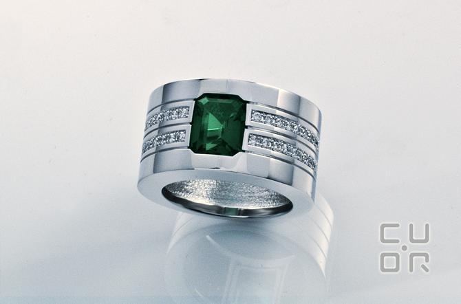 Ring Weissgold mit Brillanten und Smaragd. Kundenauftrag