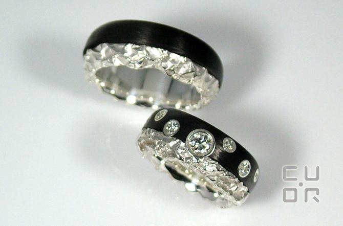Carbontrauringe. Silber mit Carbon. Damenring mit 7 Brillanten 0.56 ct.  Kundenauftrag