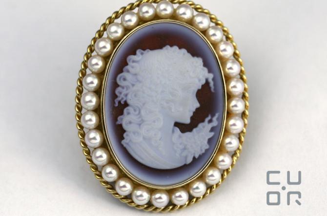 Brosche Rosegold mit Gemme und Perlen