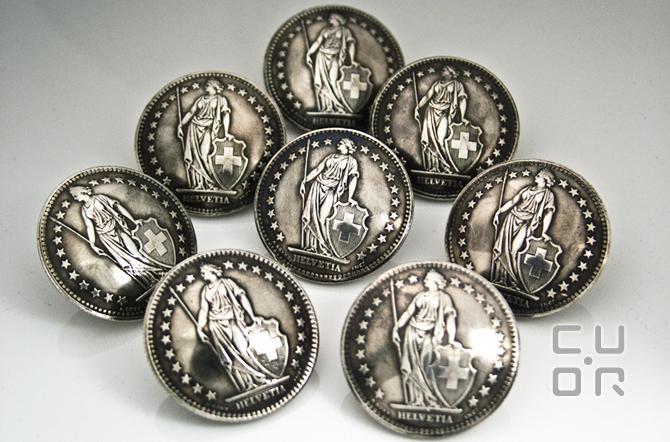 Eine Garnitur Knöpfe aus alten Silbermünzen. Kundenauftrag