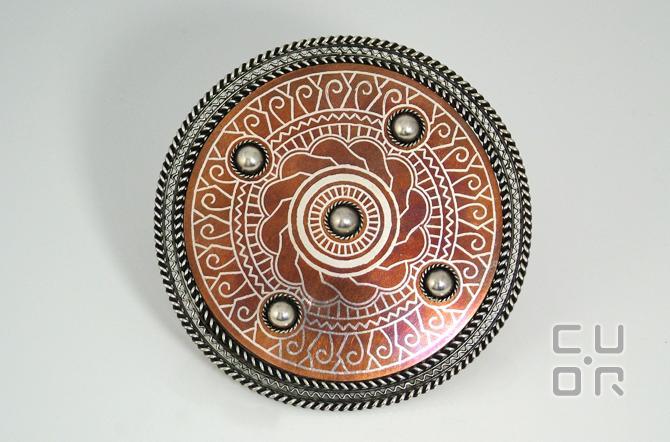 Tauschierung. Scheibenfibel.Silber in Kupfer