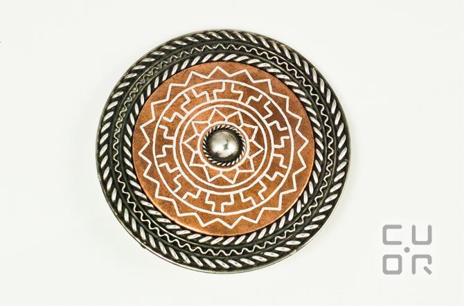 Tauschierung. Scheibenfibel Silber in Kupfer