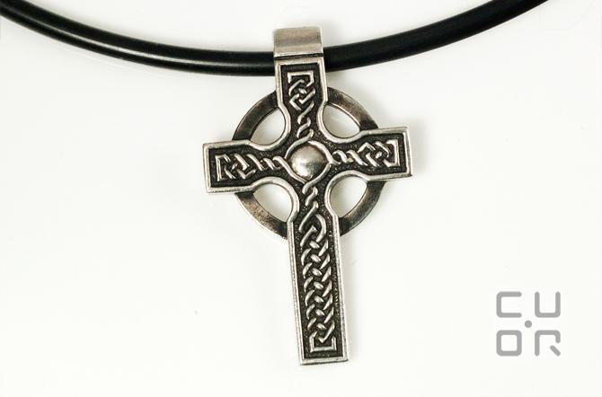 Anhänger Keltisches Kreuz gross. Hochkreuz. Passend zu Trollbeads und Ketten bis 4 mm. In allen Edelmetallen erhältlich. Silber 320.-