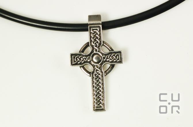 Anhänger Keltisches Kreuz klein. Hochkreuz. Passend zu Trollbeads und Ketten bis 4 mm. In allen Edelmetallen erhältlich. Silber 280.-